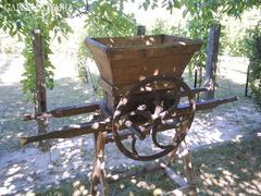 Akció! 100 éves - Antik szőlődaráló, szőlő zúzó