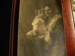 Fotó, anya a kisgyermekével