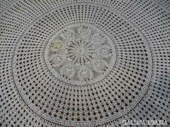 Kör alakú hatalmas horgolt  asztalterítő