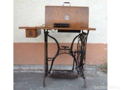 0336 Antik PFAFF varrógép