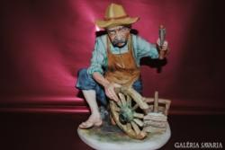 Porcelán szobor kádár szakmájú