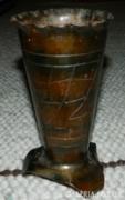 Iparművészeti kézzel kalapált és gravírozott fém váza