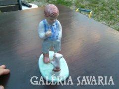 Antik szignózótt  kerámia szobor :gyerek kutyával