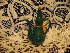Koreai zöld, arany porcelán pálinkás kiöntő