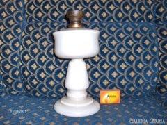 Régi tejüveg petróleum lámpa