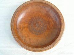 Díszes fa tányér