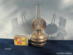 Bájos kicsi petróleum lámpa dísztárgy