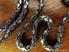 Üreges nyaklánc