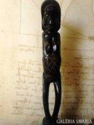 Álló afrikai szobor