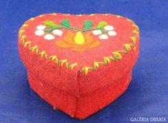 6676 Szív alakú kalocsai mintás ékszertartó doboz