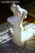 Vízhordó nő szobor