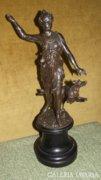 Diana, a vadászat istennője, kisplasztika