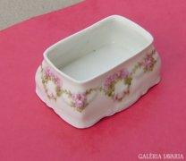 Porcelán edényke