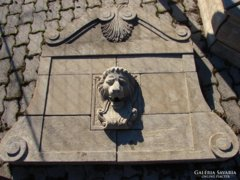 Nagy oroszlános vízköpő,medencés kút kőből