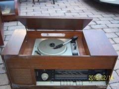 Retro zenedoboz rádió  és lemezjátszó