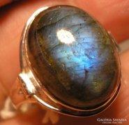 925 ezüst gyűrű, 17,9/56,2 mm, kékes fényű labradorittal