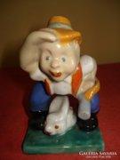 Komlós kerámia figura: Vadász nyuszival