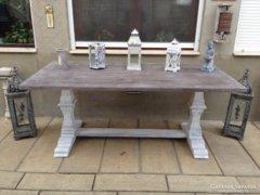 Provence bútor, antikolt trón asztal, ebédlő asztal.
