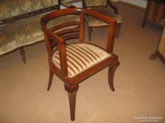 Régi karfás szék eladó