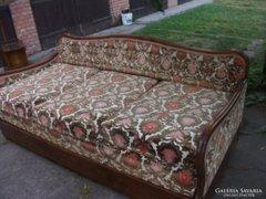 Antik ágyazható,steppelt háttámlájú kanapé eladó!
