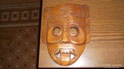 Karibi faragott fa maszk