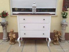 Provence bútor, antikolt íves lábú komód.