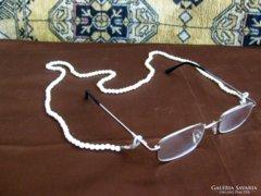 Szemüveg tartó,- szinte ékszer