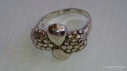 Ezüst gyűrű kis szőlőfürtökkel