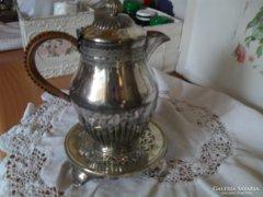 Ezüstözött tea kiöntő és tea alátét