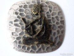 Retro, ezüstözött medál bronz figura dísszel