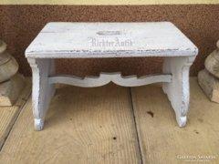Provence bútor, fehér antikolt sámli, szék 1.