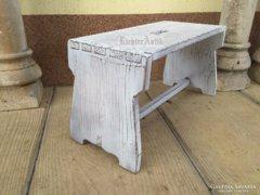 Provence bútor, fehér antikolt sámli, szék 2.