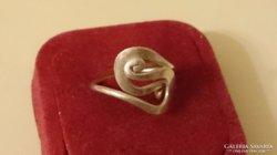 Ezüst gyűrű érdekes mintával