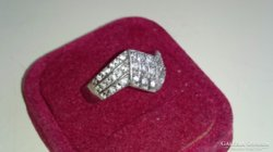 Ezüst gyűrű (Magyar fémjeles 925.) cirkonkövekkel díszítve