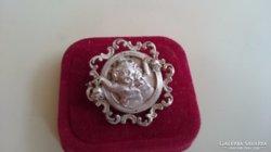 Antik ezüst bross kitűző, két kis angyalkával (800)
