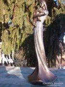 Szecessziós stílusban fiatal nő gyermekkel bronzos szobor-fi