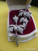 Páratlan ezüst függők, leveles