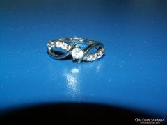 Ezüst gyűrű köves