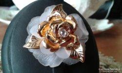 Régi aranyozott rózsa bross