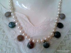 Tenyésztett gyöngy nyakék, nyaklánc féldrágakövekkel