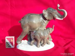 Fasold & Stauch Bock Wallendorf Elefánt Bébiével Figura