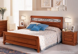 Új olasz tömörfa ágy, kovácsoltvas betéttel