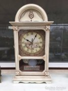 Provence bútor, fehér antikolt asztali óra, falióra.