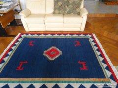 Gyönyörű kézi gyapjú szőnyeg, szép élénk színek. 180*225cm