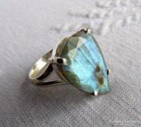 Ezüst gyűrű gyönyörű labradorit kővel
