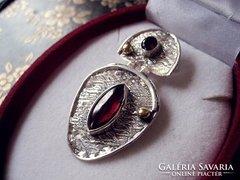 Posztmodern ezüst művész medál - arany és gránát