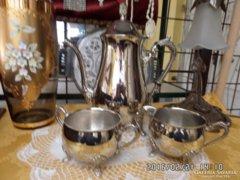 Szépen megmunkált fém teázó