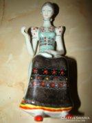 Hollóházi porcelán figura varró eladó