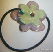 Kőből készült virágokkal fejdísz, jelzett LALO