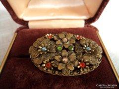 Antik filigrán bross sok színes kővel